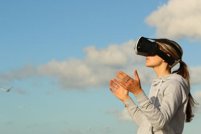 虚拟现实头盔